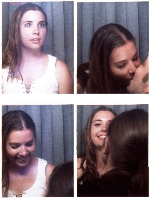 Romantic photobooth snaps - Pic 1