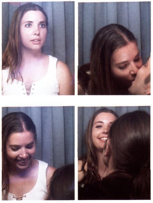 Romantic photobooth snaps - Pic 1