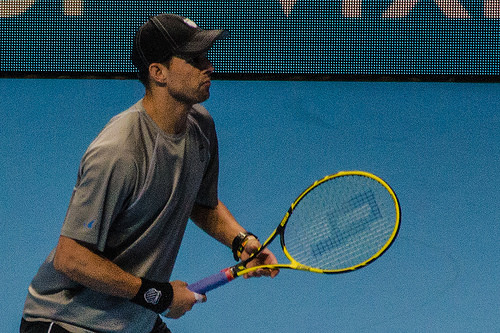 2014-11-12_2014 ATP World Tour Finals_Mike Bryan awaiting serve_by Michael Frey