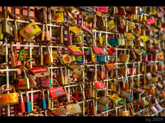 Love padlocks - Korakuen, Japan